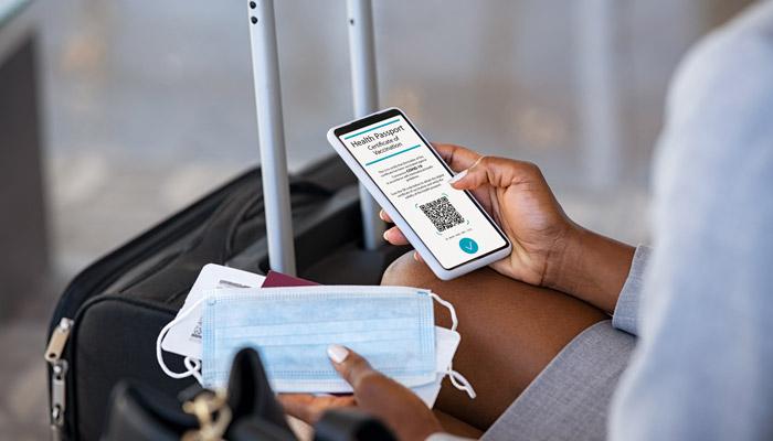 پاسپورت واکسن؛ راه حلی برای بازگشت به سفرهای دوران پیش از کرونا؟ آتش گزارش میدهد
