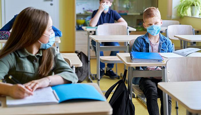 اجباری کردن یا اختیاری بودن واکسن کرونا برای نوجوانان؛ چالش پیشرو برای استانهای کانادا