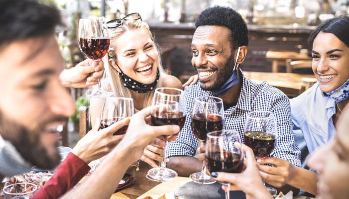 رفتن به رستوران و خرید و کاتیج و کمپینگ و عروسی از این جمعه در انتاریو مجاز میشود؛ البته با شرایطی